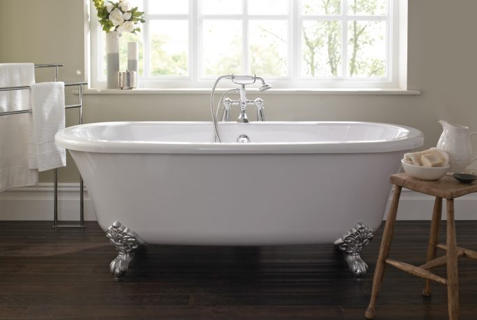 A03061 - Traditional Freestanding Roll Top Bath & Feet Image